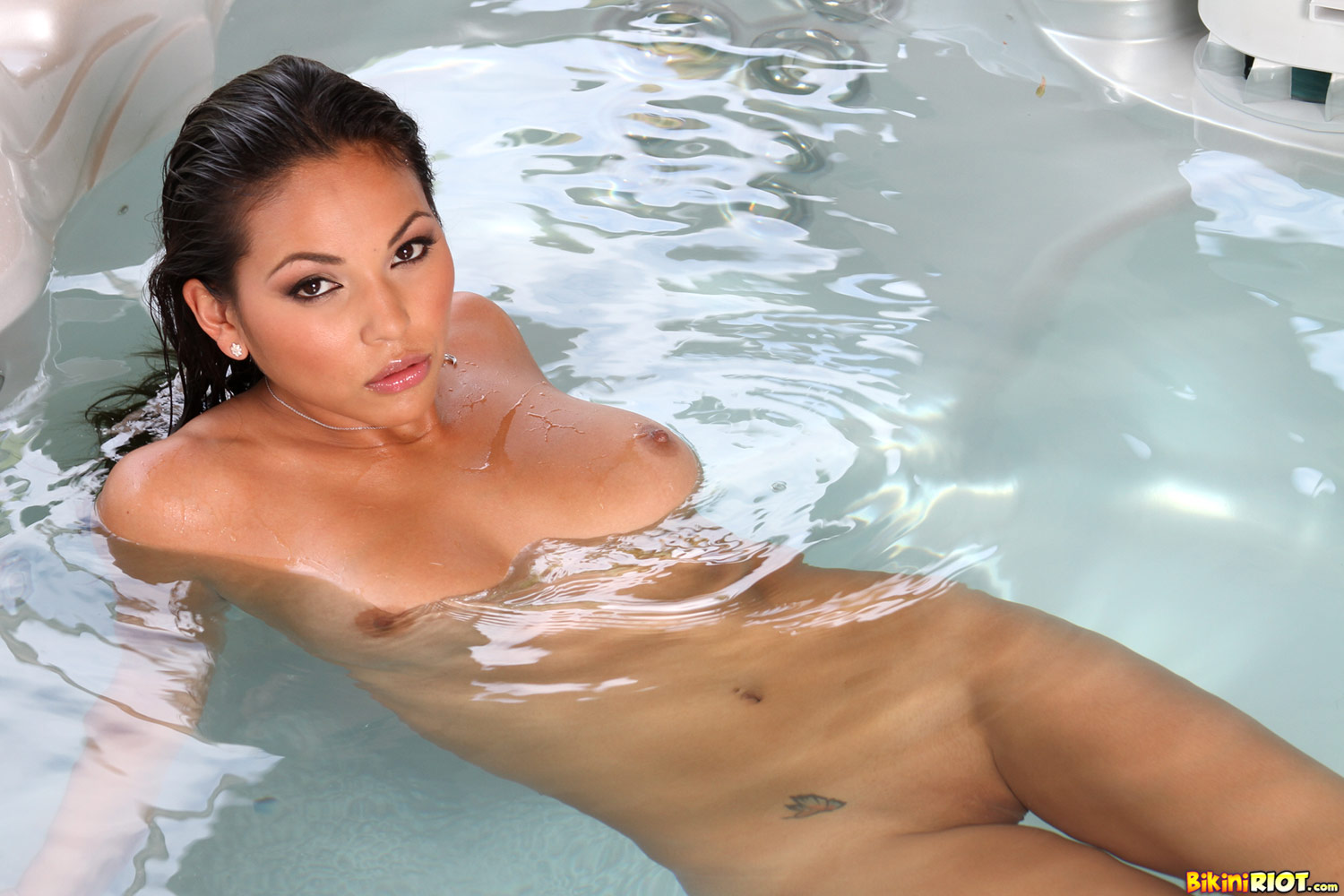 Naked asian girls in hot tub