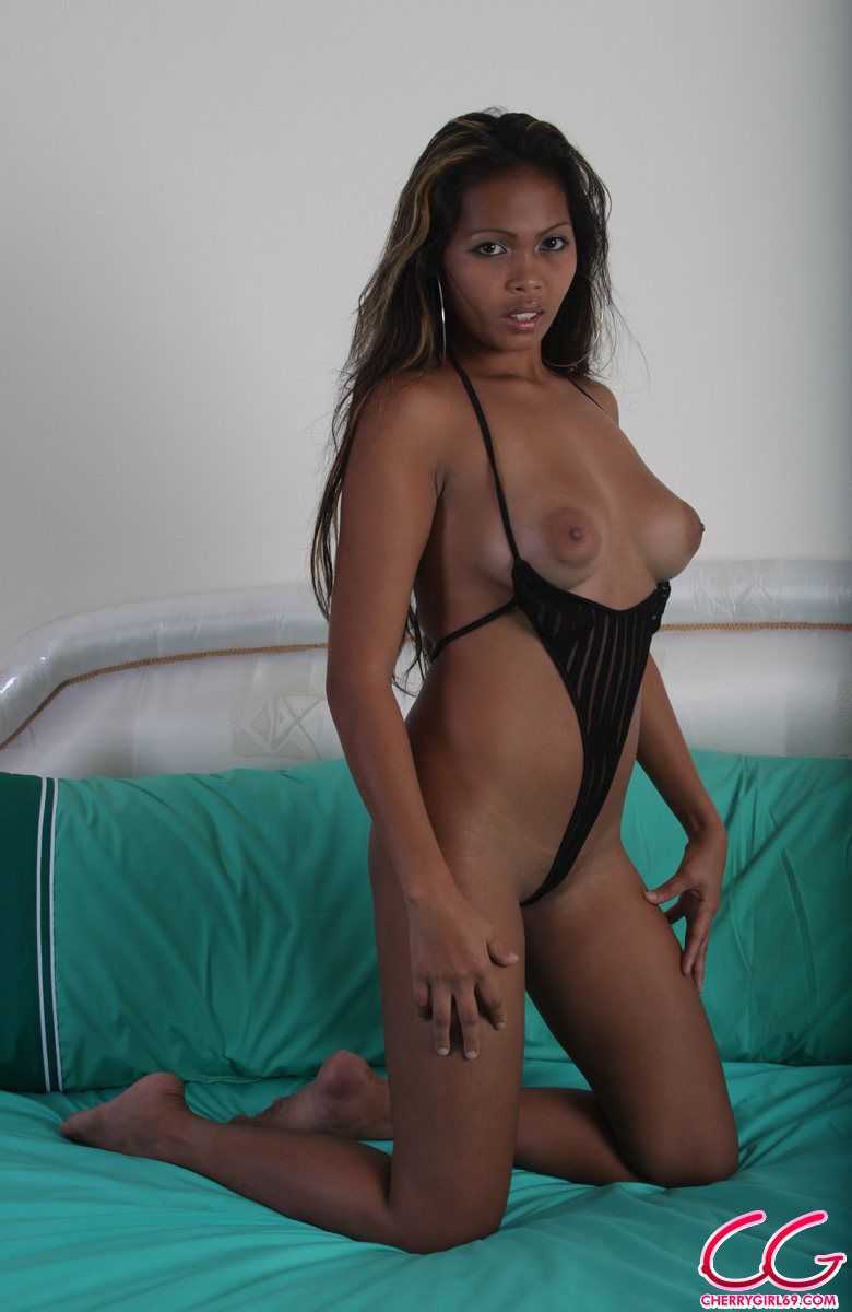 Thick dark black girls naked ass pic