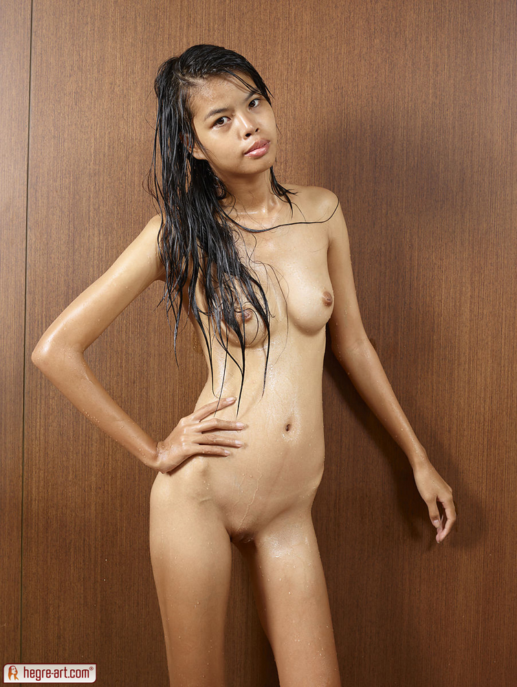 Skinny Thai University Student Model med vådt hår-9794