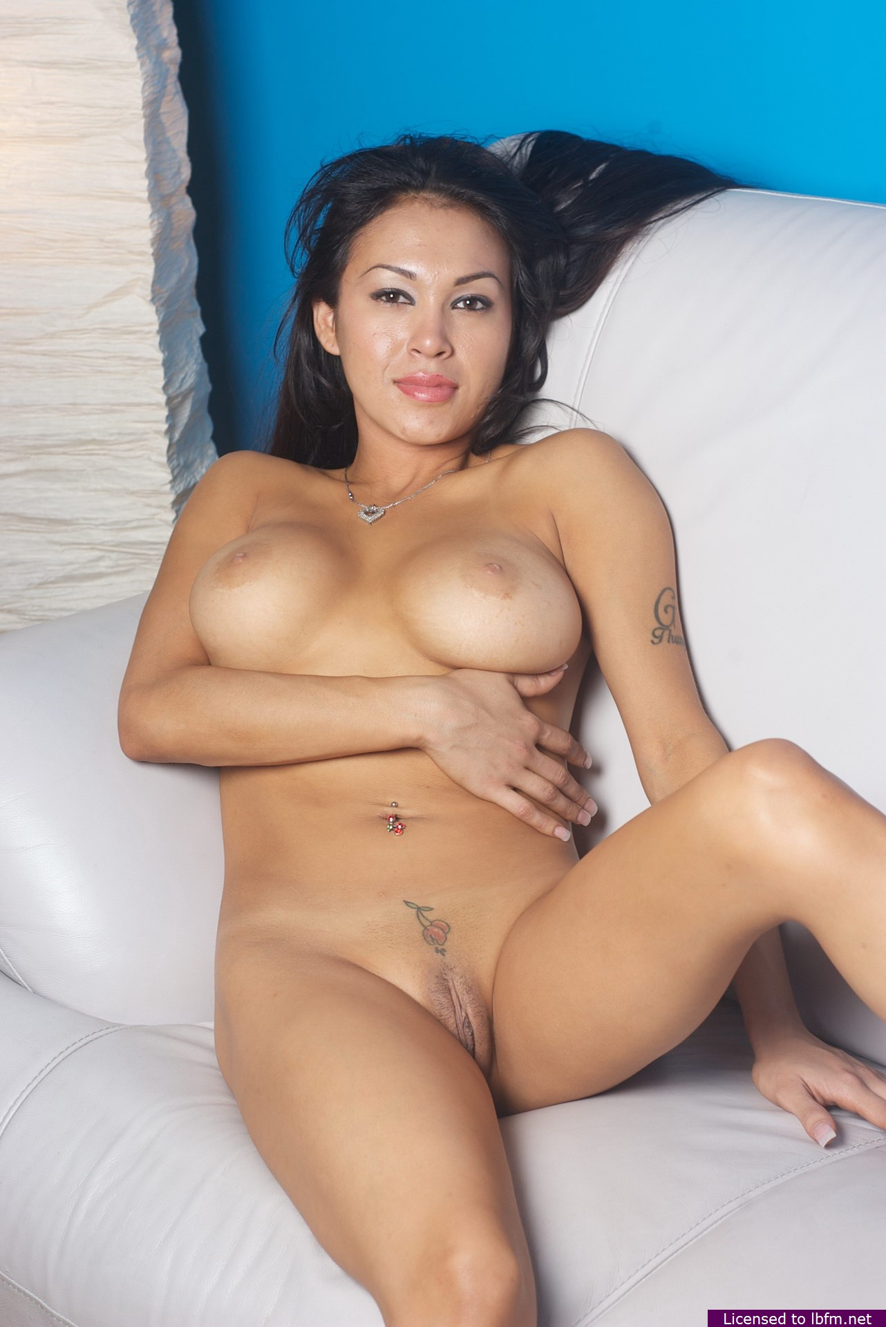 Very valuable naked hot wemon