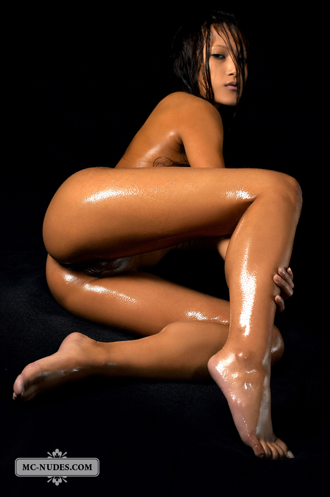 Oiled Nude Model Ayla-4582