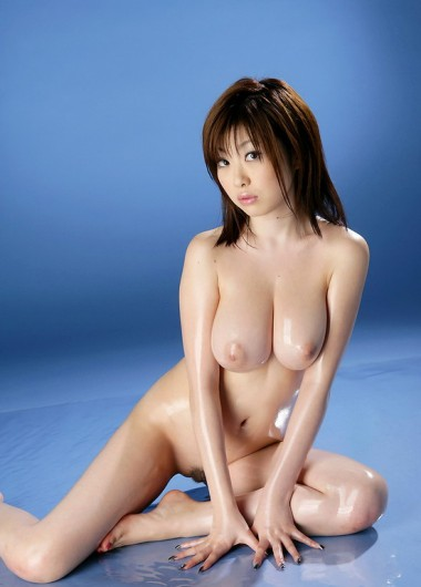 For Japanese actress naked pic apologise