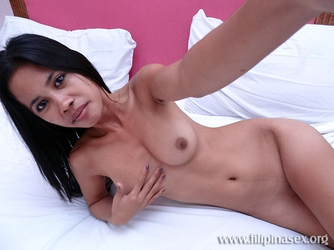 Pinay Amateur Daisy Shoots Her Selfie Nudes