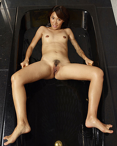 Japan nude art photo shaved pussy