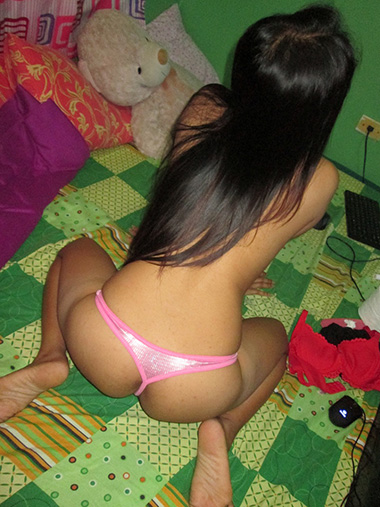 Beautiful chubby stoner chick plays with rabbit - 1 part 9